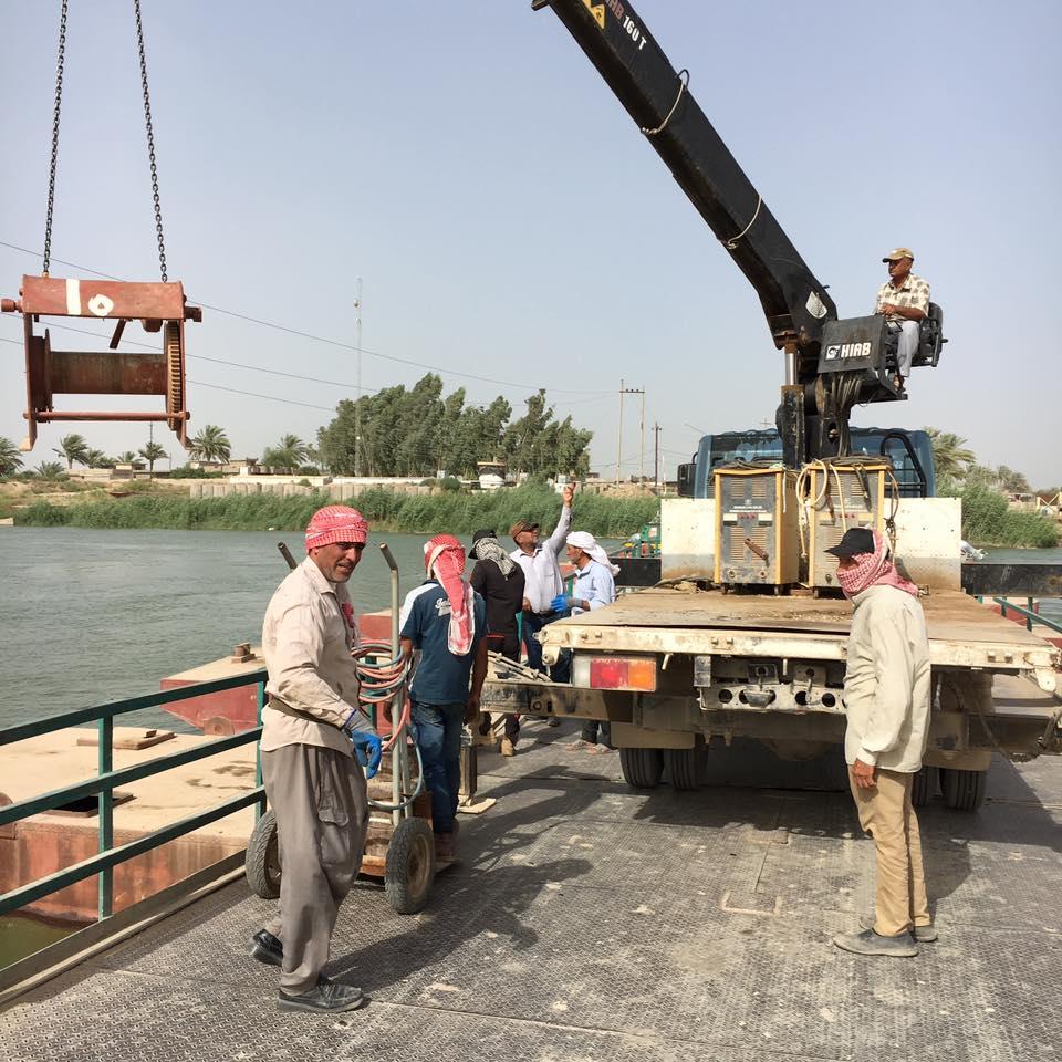 بالصور: المباشرة بإعادة صيانة جسر بزيبز الرابط بين الانبار والعاصمة بغداد