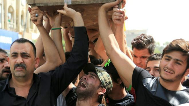"""العراق..إحتجاجات لذوي ضحايا تفجير""""الكرادة"""" للمطالبة بجثامين القتلى"""
