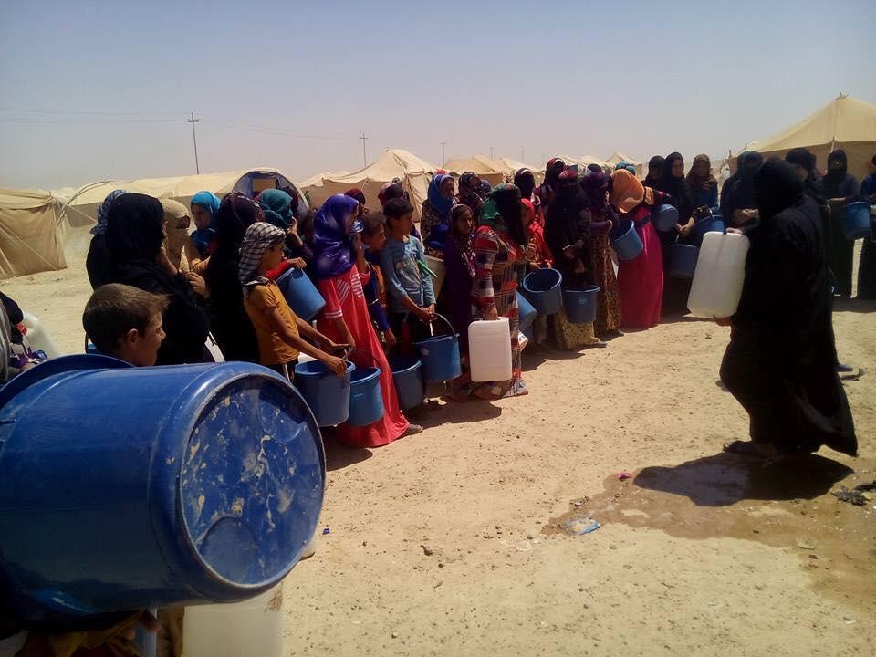 نازحو مخيمات الانبار يشكون اوضاعهم المزرية في العيد