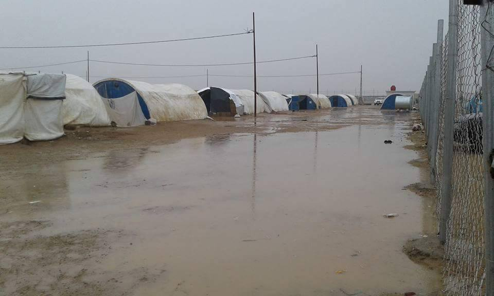 هجرة الانبار تعلن المباشرة باستبدال ألف خيمة غرقت في مخيمات المحافظة