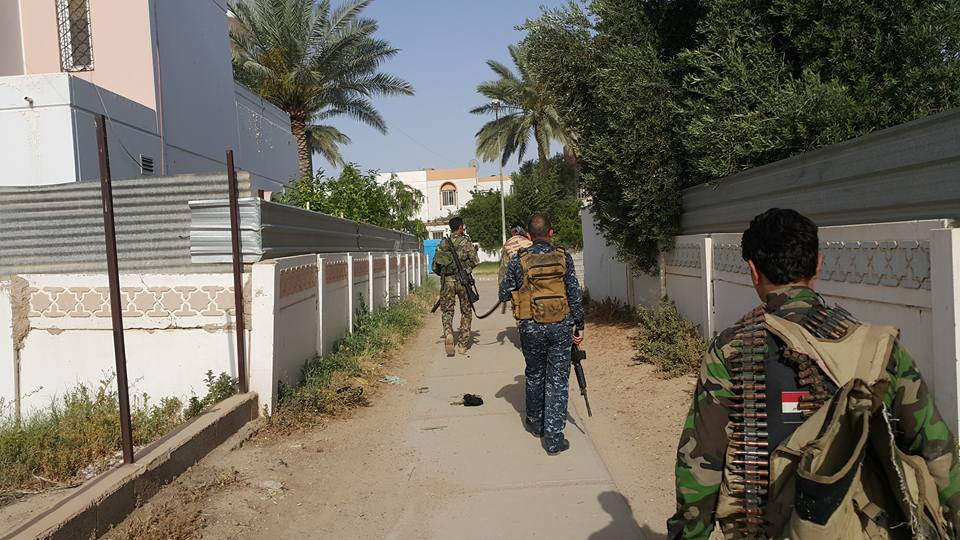 القبض على ثلاث أشخاص بتهمة المتاجرة بالحبوب المخدرة في عامرية الصمود