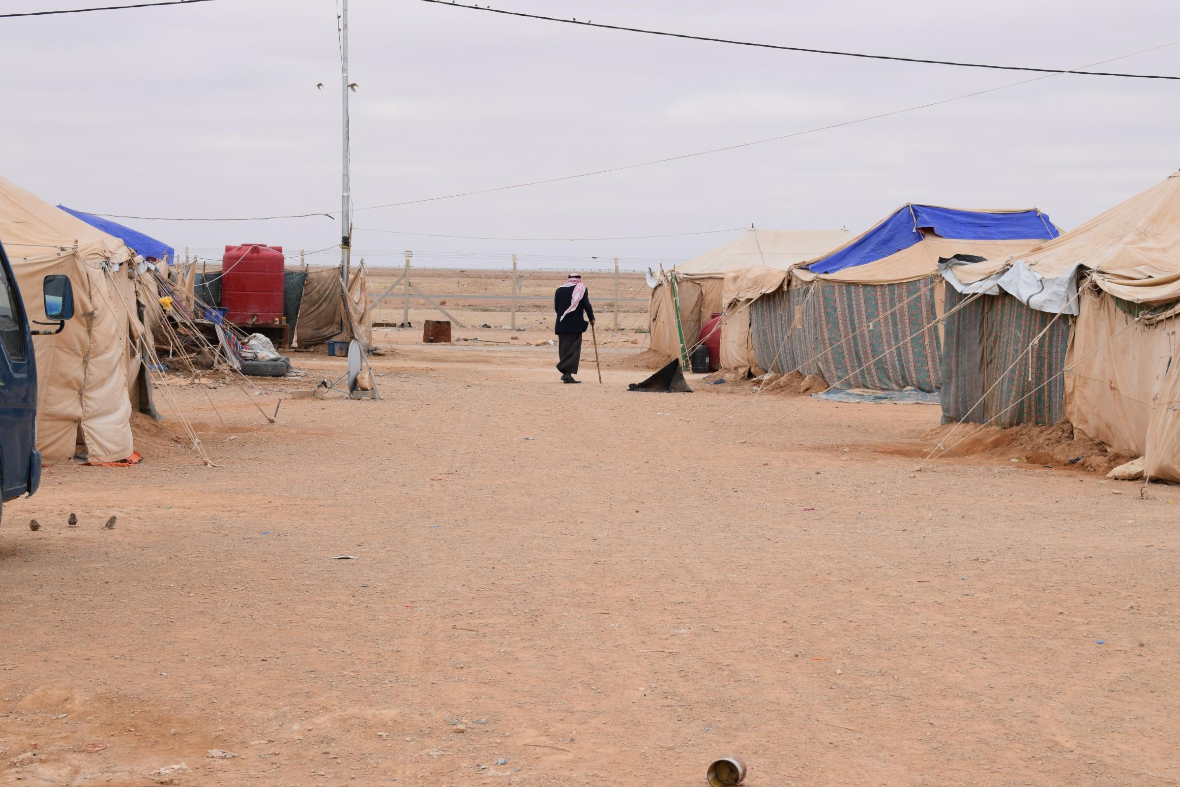 إغلاق مخيمين للنازحين في الانبار بعد عودة ساكنيها لمناطقهم المحررة