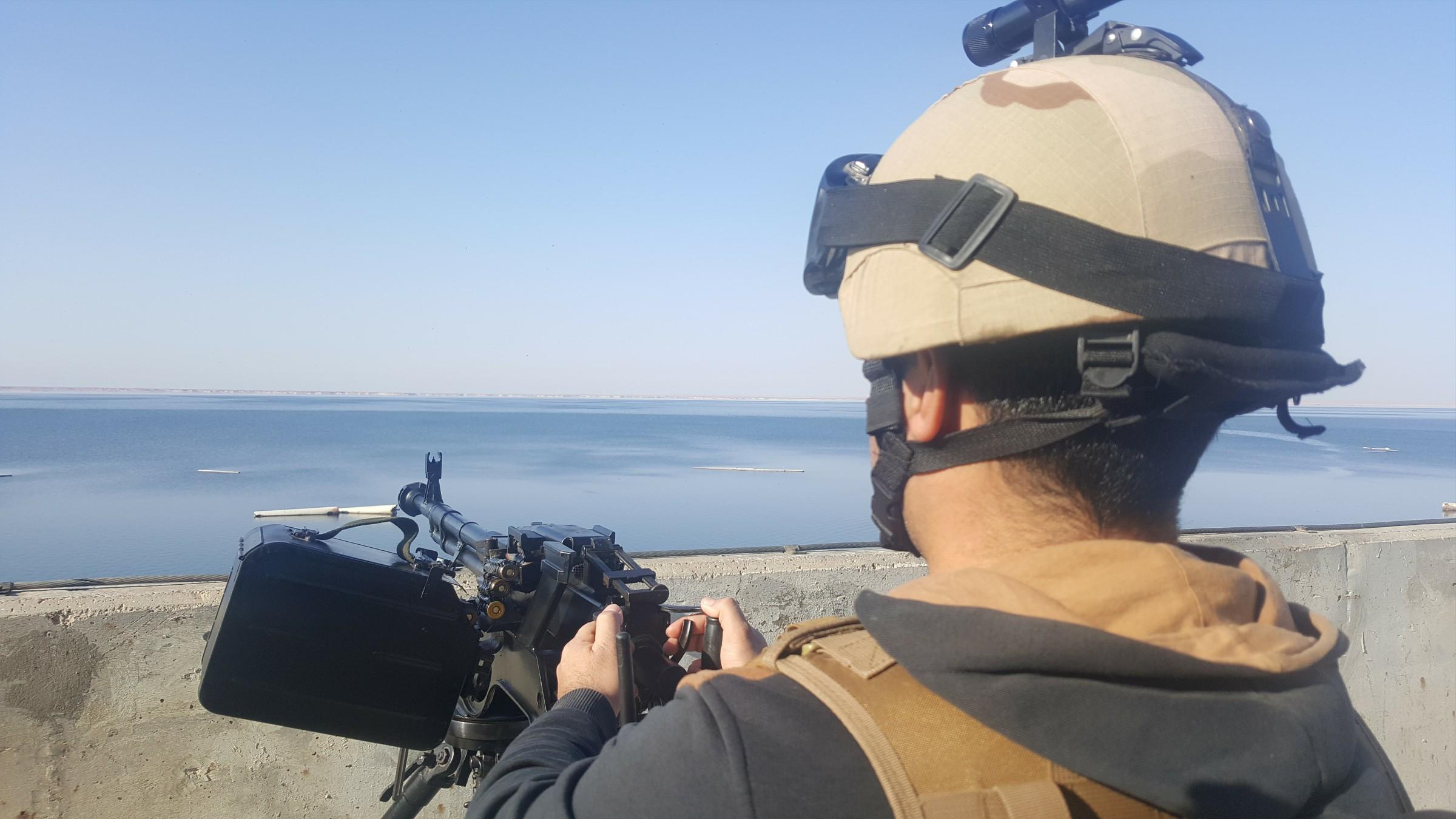 """بالصور .. هدوء وحصن منيع في """"سد حديثة"""" ثاني اكبر سدود العراق"""