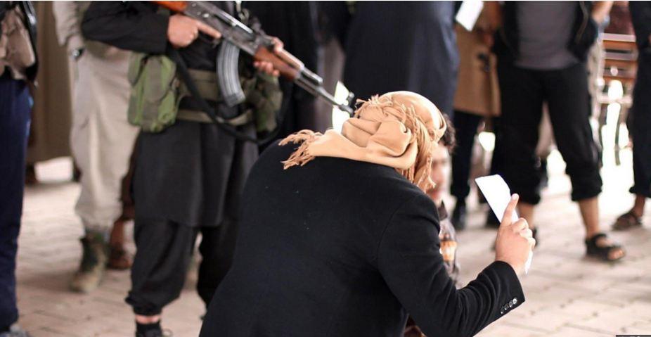 """وصول جثتي سائقين أعدمهما """"داعش"""" في القائم إلى الرطبة"""