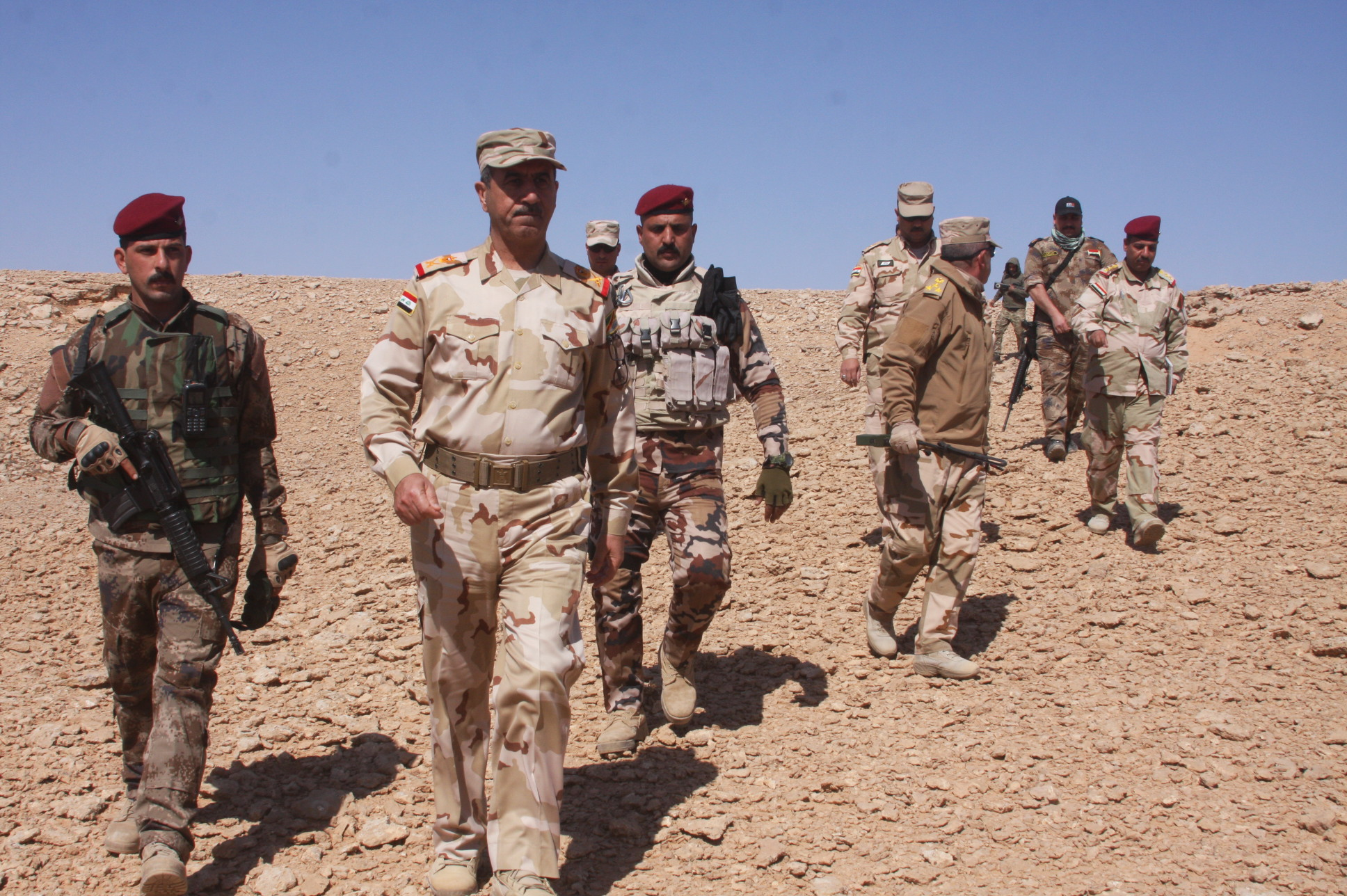 تدمير عجلة ومحطة وقود لداعش في صحراء الأنبار