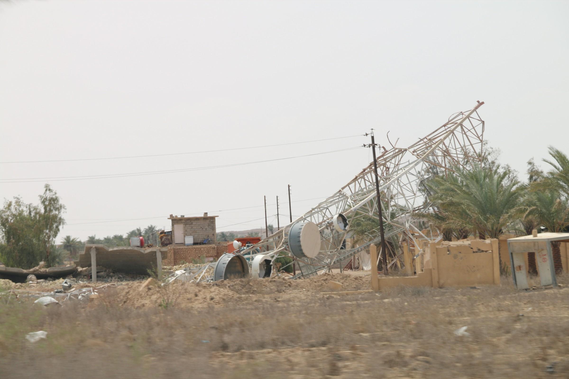 """""""داعش"""" يفجر ثلاثة أبراج لنقل الطاقة الكهربائية بين هيت والبغدادي"""