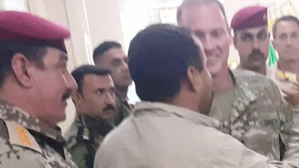 """""""جون الن"""" يصل الى الأسد ويلتقي بشيوخ العشائر والقادة الامنيين بالأنبار"""