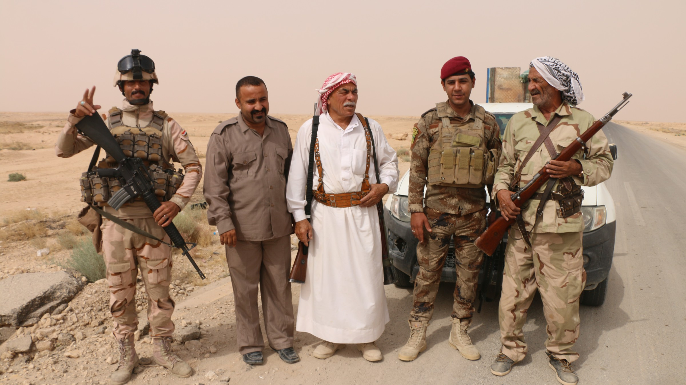 """مقاتلو العشائر يطاردون عناصر """"داعش"""" الفارين من المناطق المحررة في عمليات القائم"""