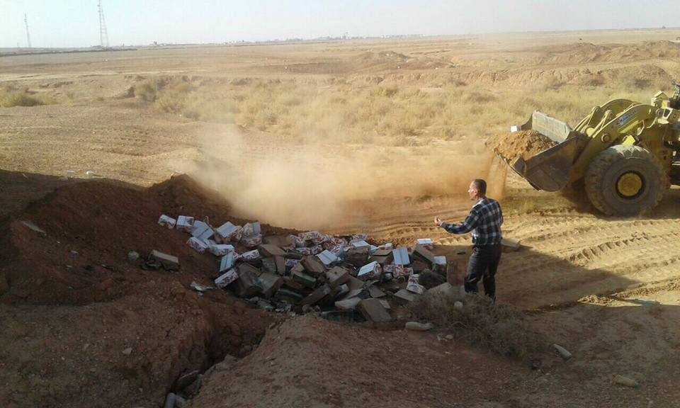 ضبط وإتلاف ثلاث شاحنات محملة بمواد غذائية منتهية الصلاحية في طريبيل