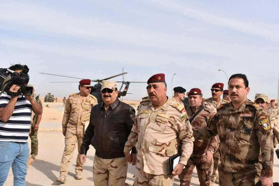 وزير الدفاع يفتتح جسر راوة ويتجول في المدينة