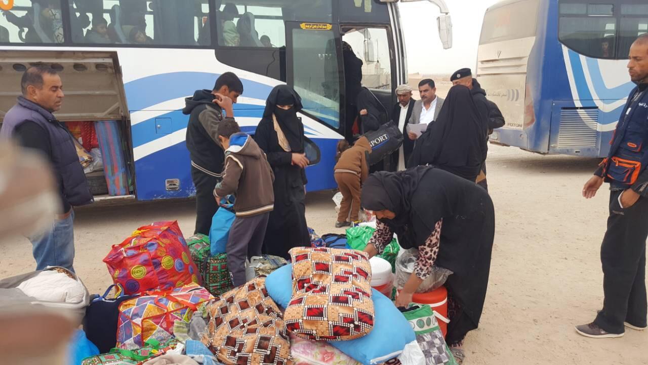 إعادة 40 أسرة نازحة إلى آخر منطقة محررة في حديثة