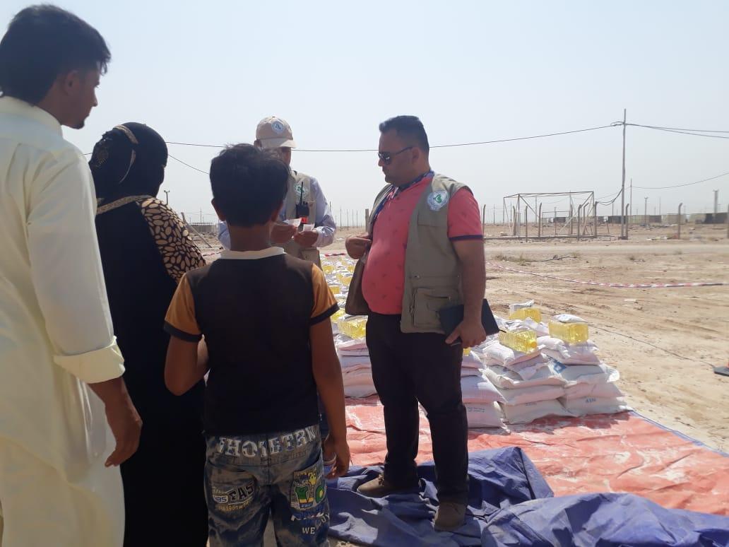 بالصور.. الجمعية الطبية العراقية توزع مساعدات على نازحي الانبار