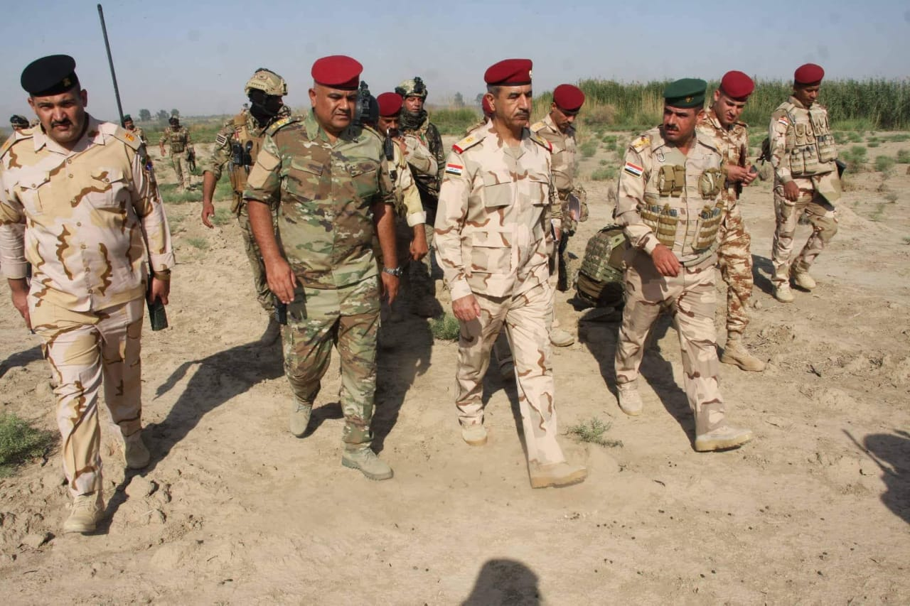 اللواء الركن محمود الفلاحي والعقيد عادل ابوسبع في عملية امنية بالرمادي