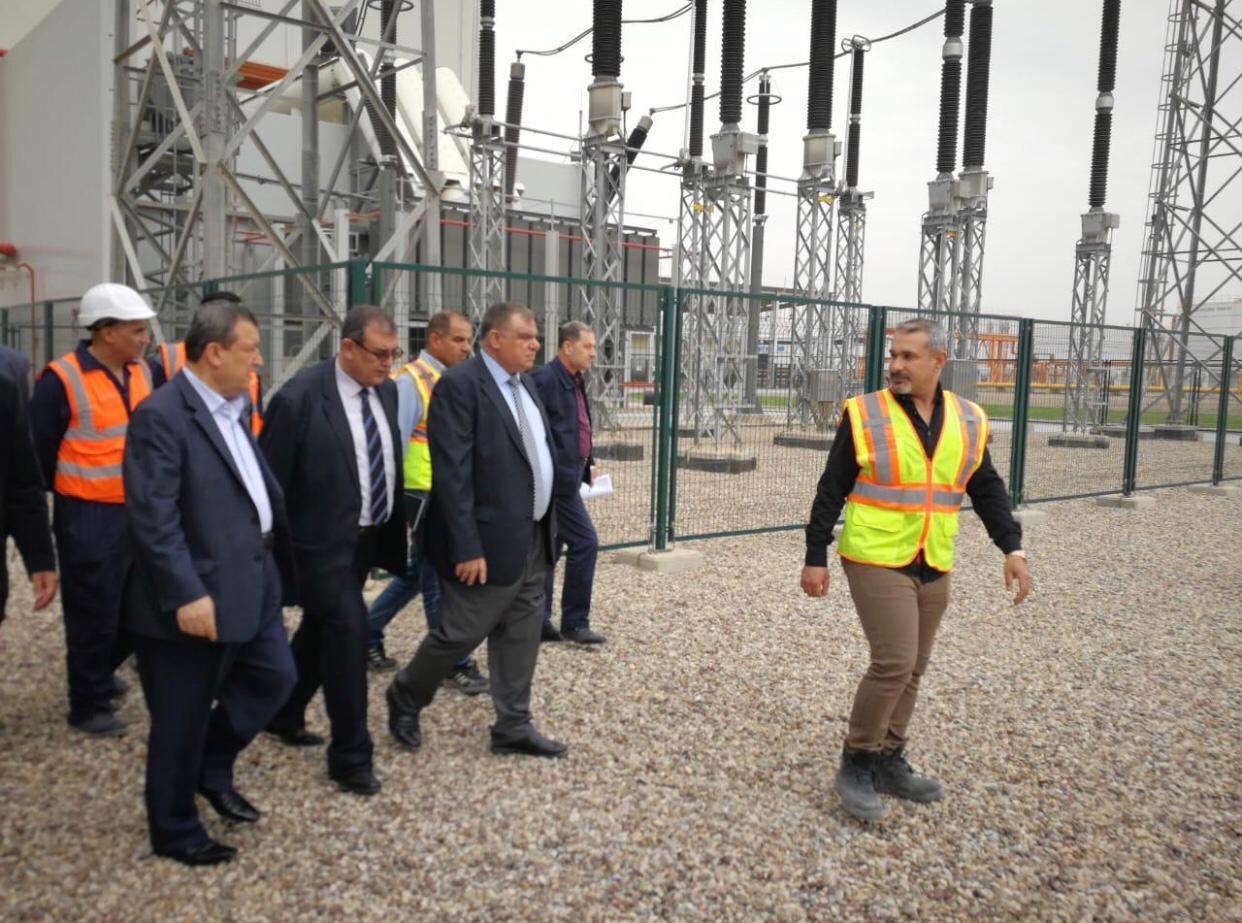 وكيلا وزارتي الكهرباء والنفط يزوران محطة كهرباء بسماية الاستثمارية