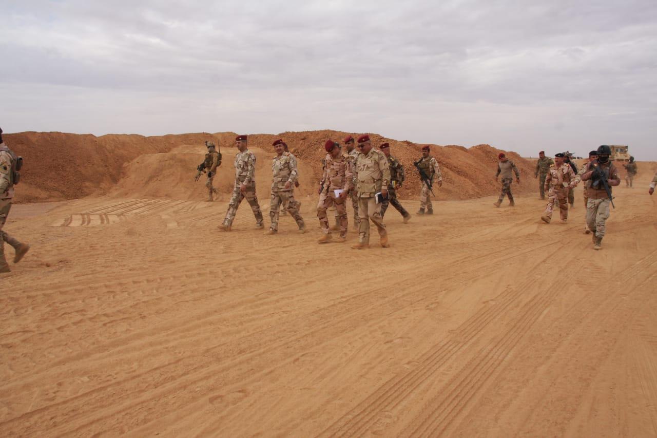 قائد عمليات الأنبار يتفقد المناطق الحدودية مع سوريا والأردن