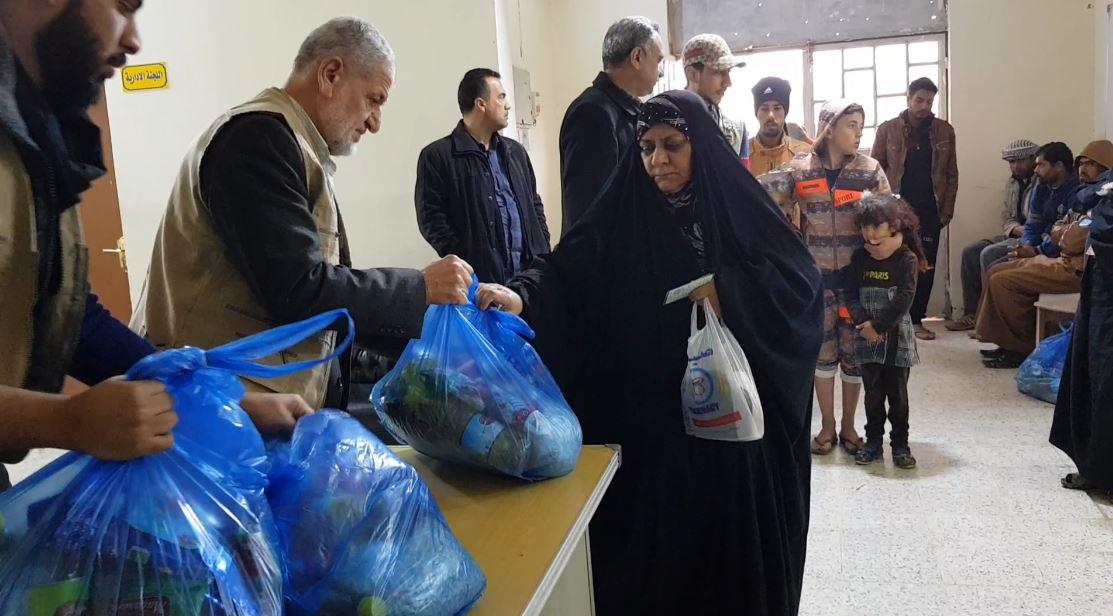 الفلوجة.. الجمعية الخيرية الإسلامية توزع سلات غذائية بالمدينة وضواحيها