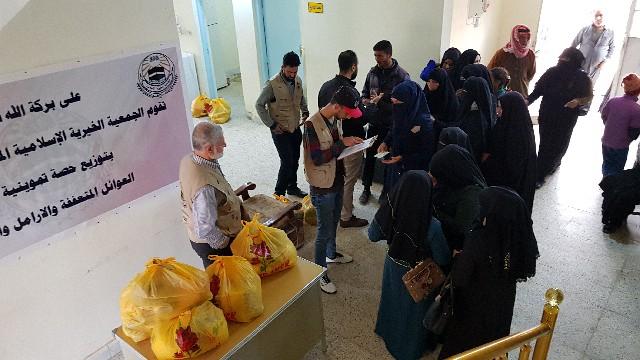 الجمعية الخيرية الإسلامية توزع سلات غذائية بالفلوجة