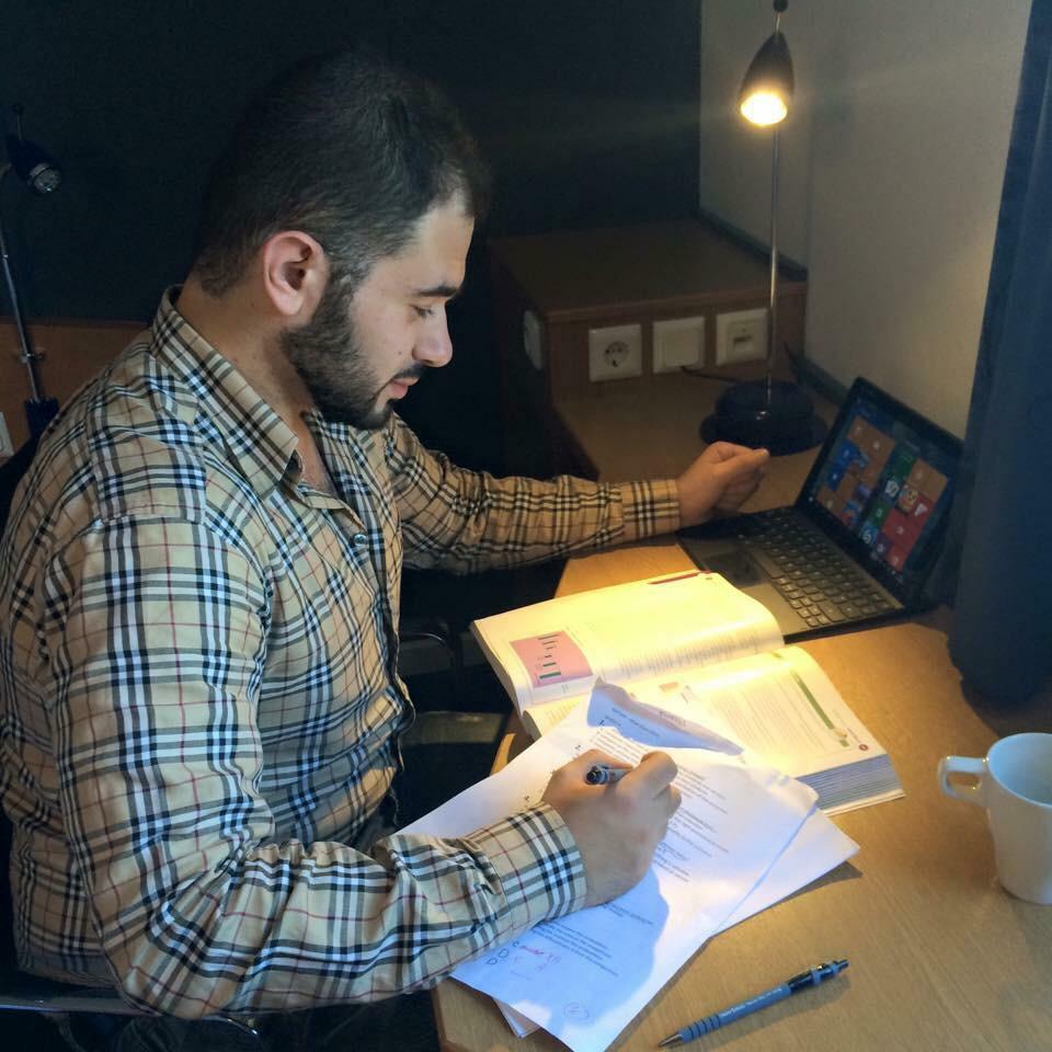 الشاعر السوري عاصم سرحان يشارك في معرض القاهرة الدولي للكتاب