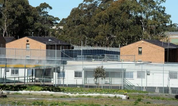 الغارديان: مراكز احتجاز طالبي اللجوء الأسترالية أشبه بالسجون
