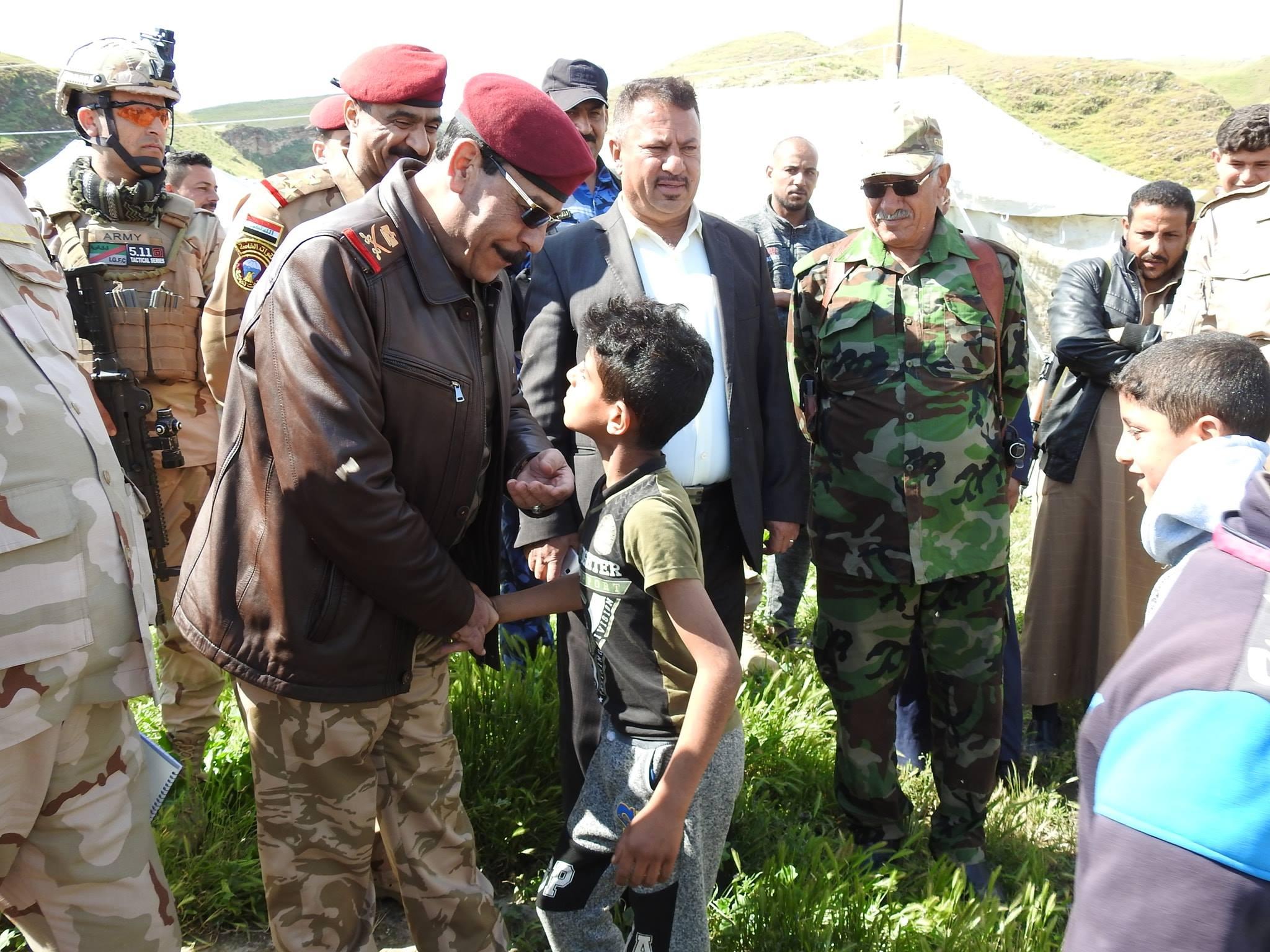 بالصور.. قائد عمليات صلاح الدين يتفقد المناطق التي تعرضت للفيضانات في بيجي