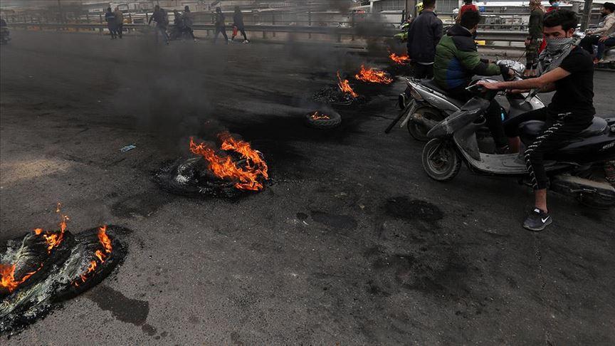 العراق.. محتجون يقطعون طريقا يؤدي لمعبر حدودي مع إيران