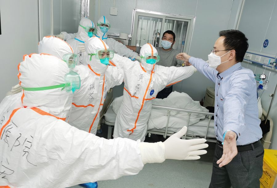 """""""بالصورة"""" خروج 14376 متعافيا من عدوى فيروس كورونا الجديد من المستشفيات الصينية"""