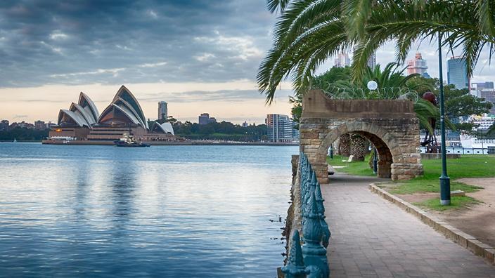 رئيس وزراء أستراليا يناشد المواطنين البقاء بالمنازل