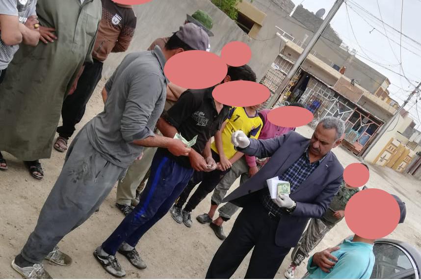 الجمعية الخيرية توزع مبالغ نقدية على عوائل عمال المسطر في الفلوجة