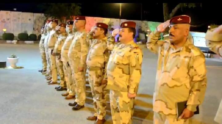 الفرقة الخامسة تعزف السلام الجمهوري وتقرا الفاتحة في صمت لاجل ارواح العراقيين المتوفين بكورونا