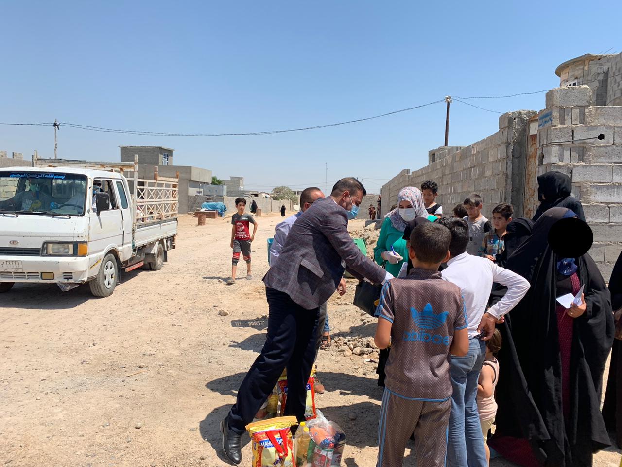 بتوجيه من الحلبوسي ودعم محافظ الأنبار توزيع ألف سلة غذائية في عامرية الصمود