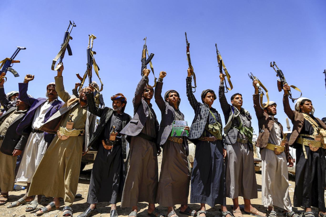 رويترز: واشنطن تعتزم تصنيف الحوثيين منظمة إرهابية