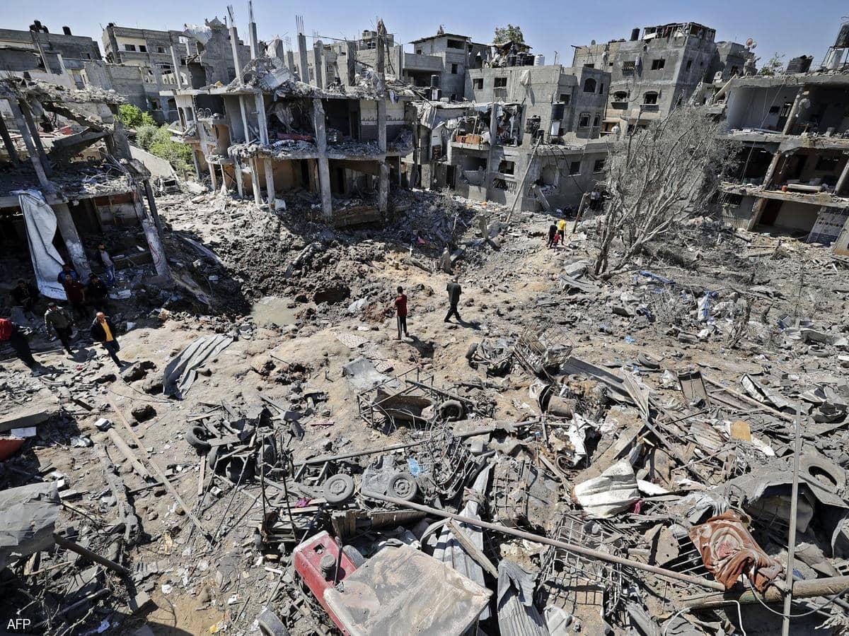 غارات وهدم منازل في غزة وصواريخ صوب إسرائيل