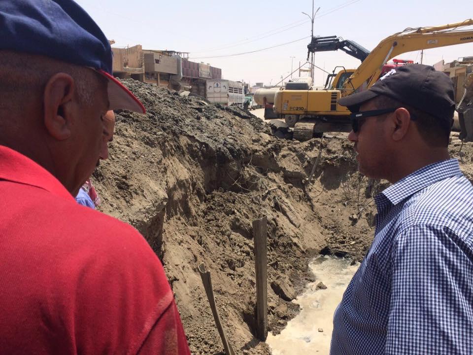 مسؤول محلي يعلن إصلاح الأنبوب الناقل لخط المجاري الرئيسي بالرمادي