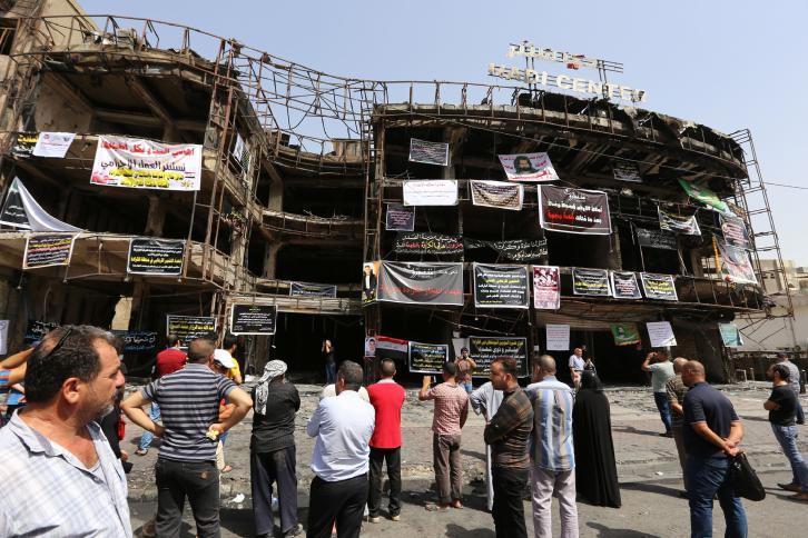 """متظاهرون في بغداد يطالبون بتحقيق دولي في تفجير """"الكرادة"""""""