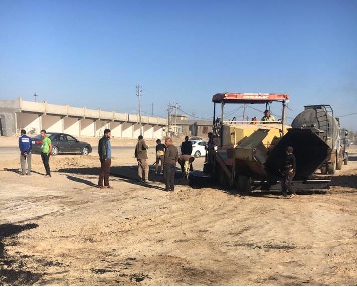 الأنبار تباشر بإصلاح طريق رمادي – خالدية