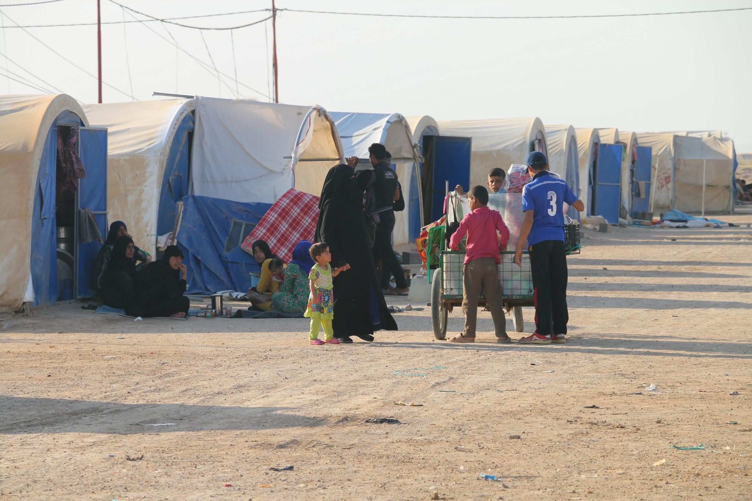 تشكيل لجنة لإعادة النازحين لمناطقهم المحررة واغلاق المخيمات بالأنبار