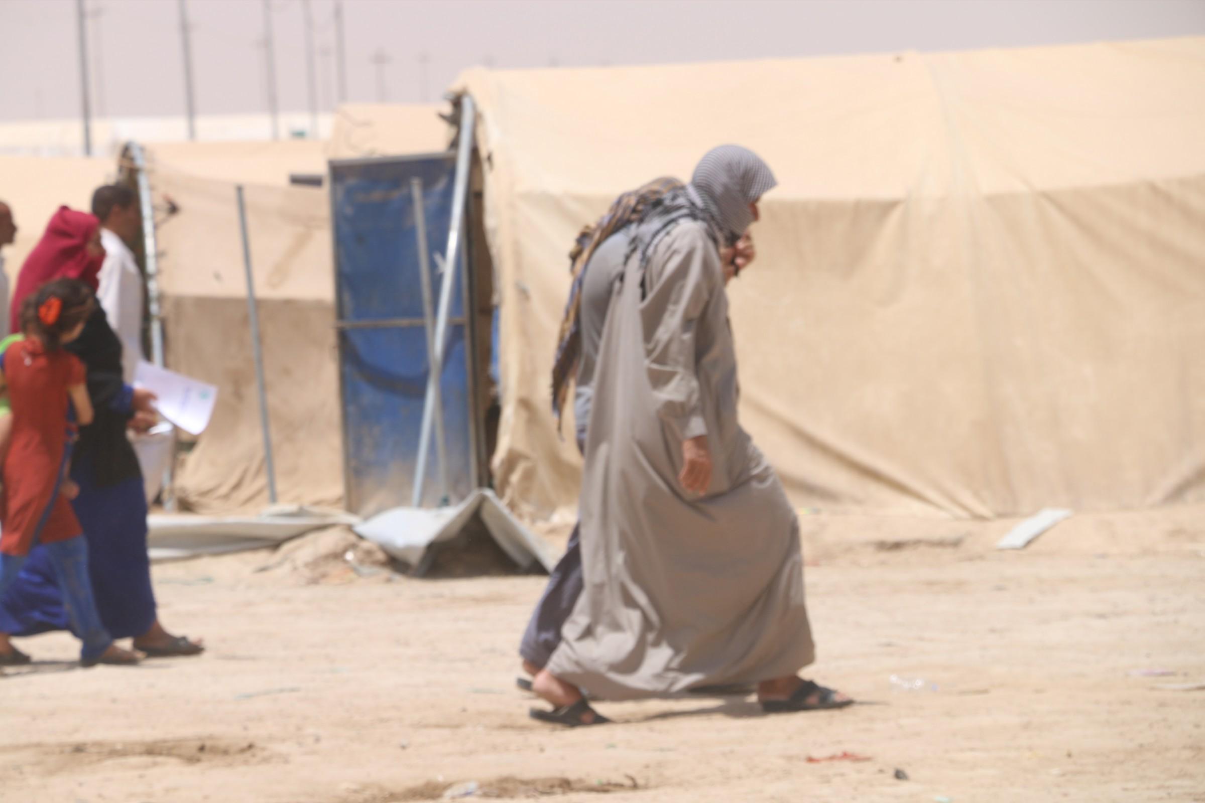 شهداء وجرحى بتفجير انتحاري يستهدف مخيماً للنازحين غرب الرمادي