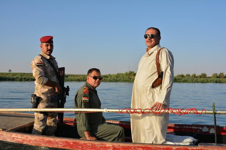 جولة تفقدية للقوات الأمنية ورئيس مجلس هيت في نهر الفرات