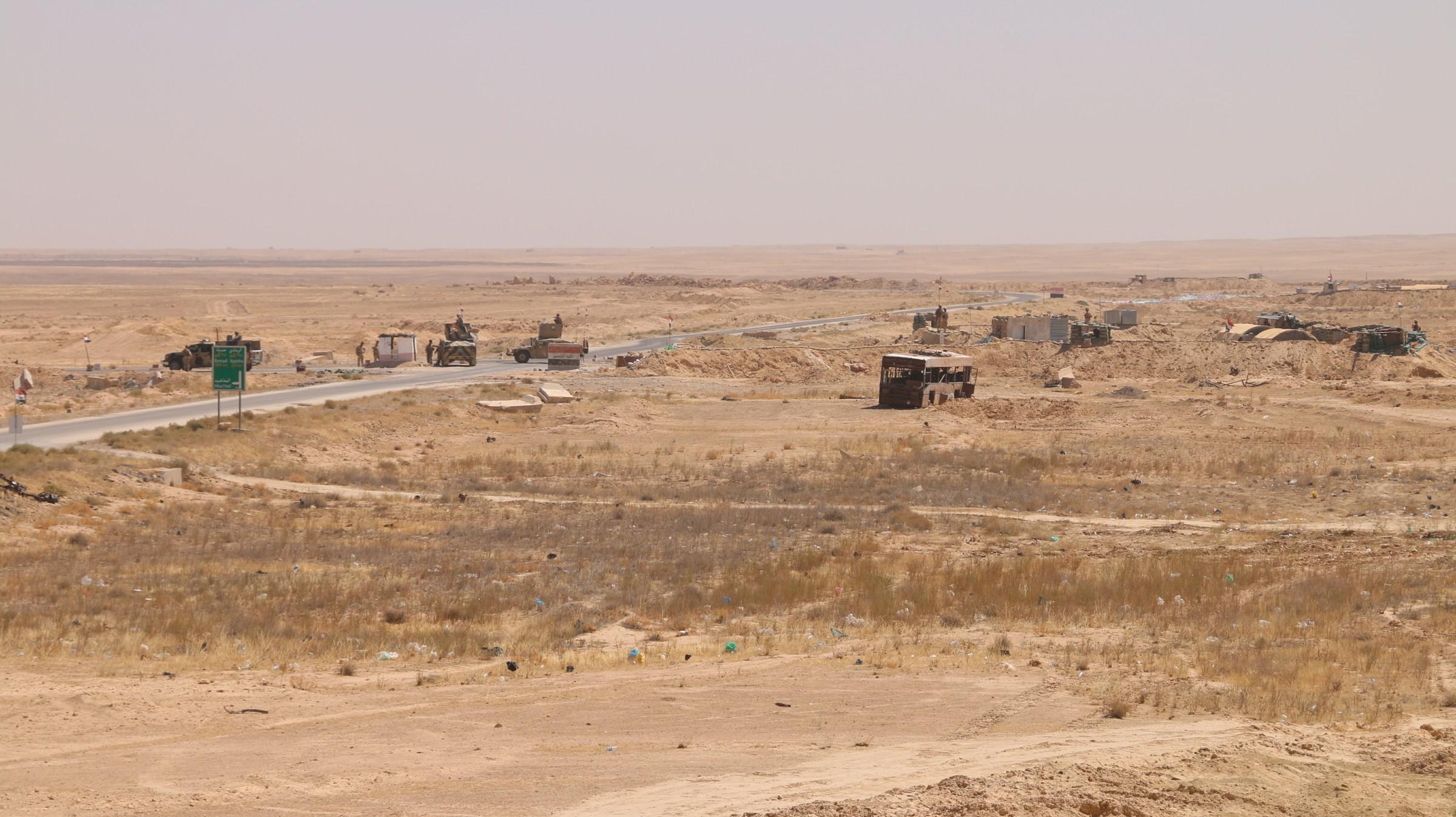 وصول تعزيزات عسكرية من الجيش الى الأسد في الانبار