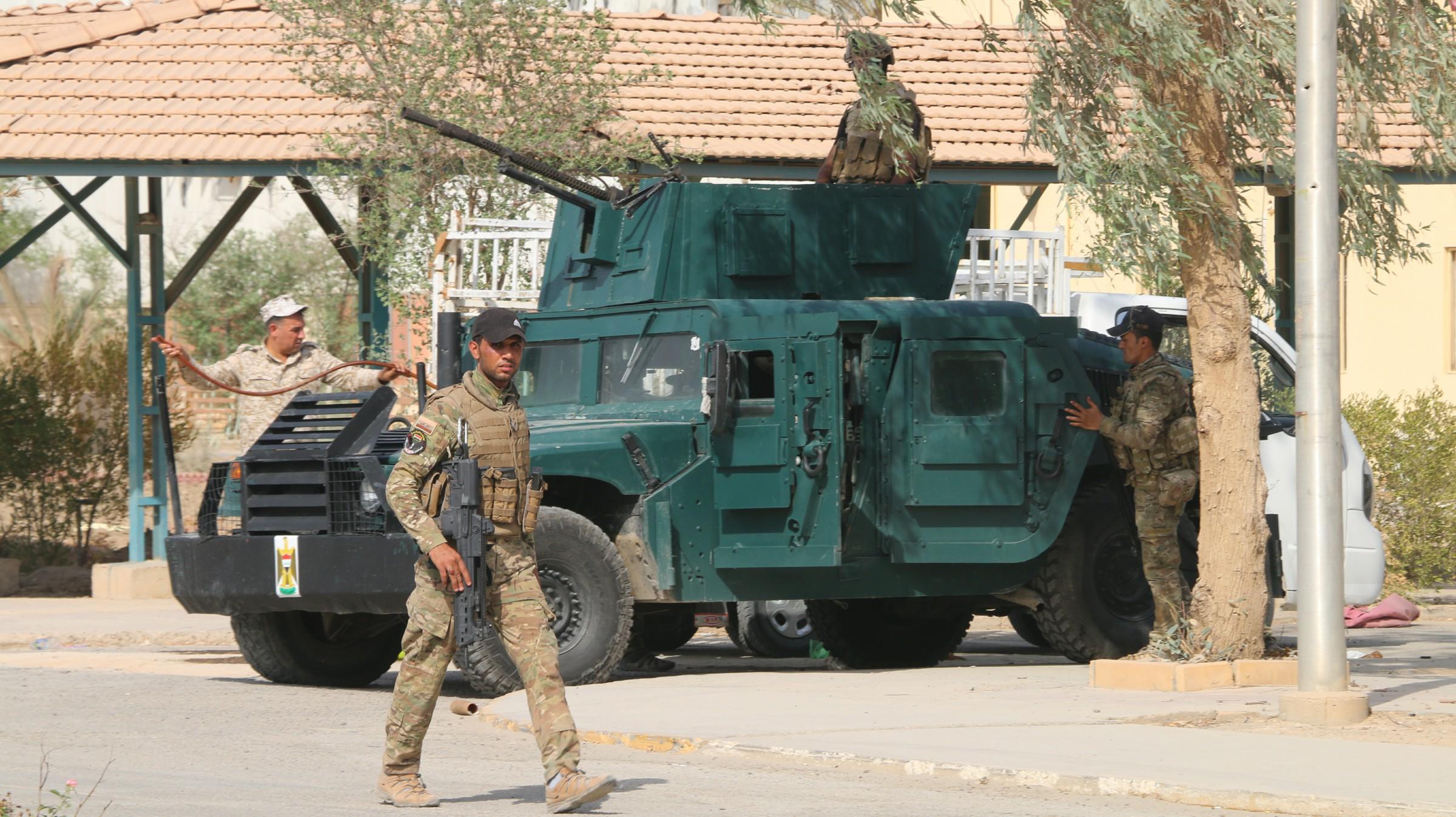 """القوات الأمنية تقتل انتحاريين من """"داعش"""" في محيط الرمادي"""