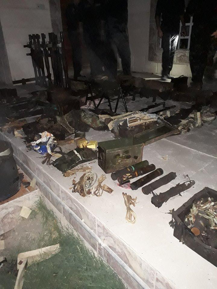 العثور على كدس كبير من الاسلحة داخل منزل العائلة المقتولة في الرمادي