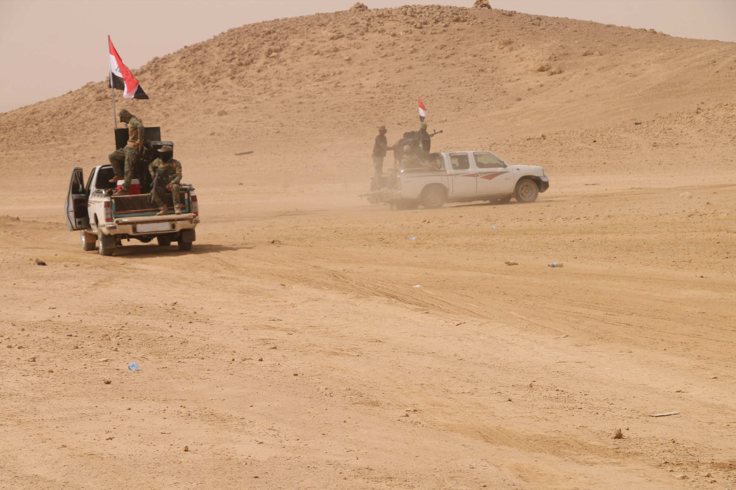 """العثور على إنفاق وعجلة لـ""""داعش"""" في عمق الصحراء بالأنبار"""