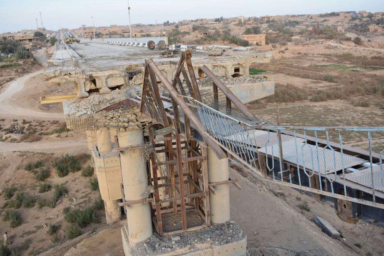 """المباشرة بنصب جسر حديدي فوق جسر راوه الذي دمره """"داعش"""""""