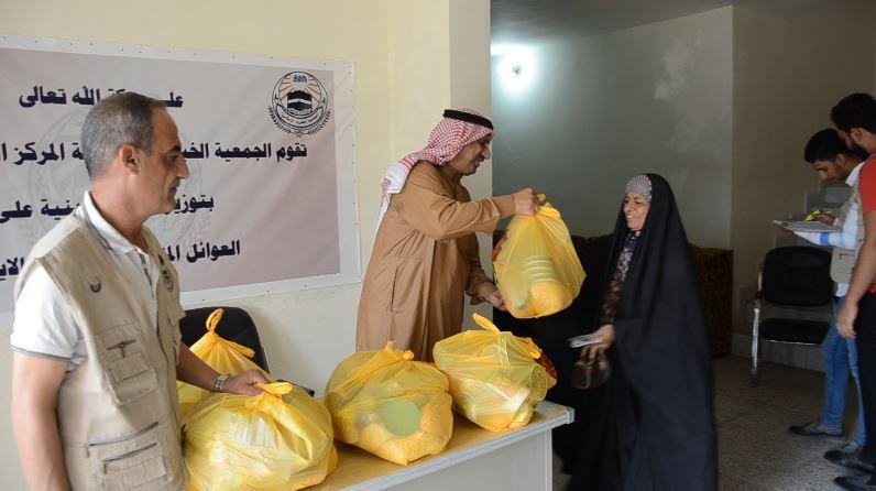 الجمعية الخيرية الإسلامية توزع سلات غذائية على العوائل المتعففة بالفلوجة