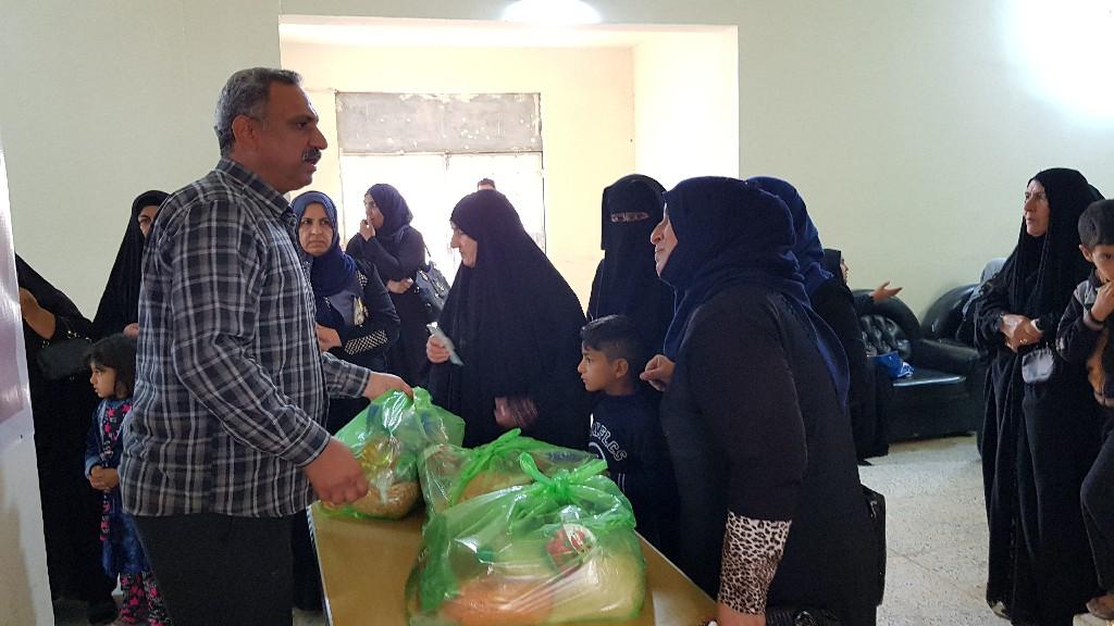 الأنبار.. جمعية خيرية توزع سلات غذائية على الارامل والمطلقات بالفلوجة