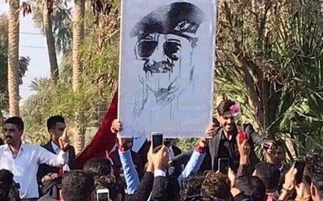 """صورة """"صدام حسين"""" تتسبب بفصل ثلاثة طلاب من جامعة الأنبار"""
