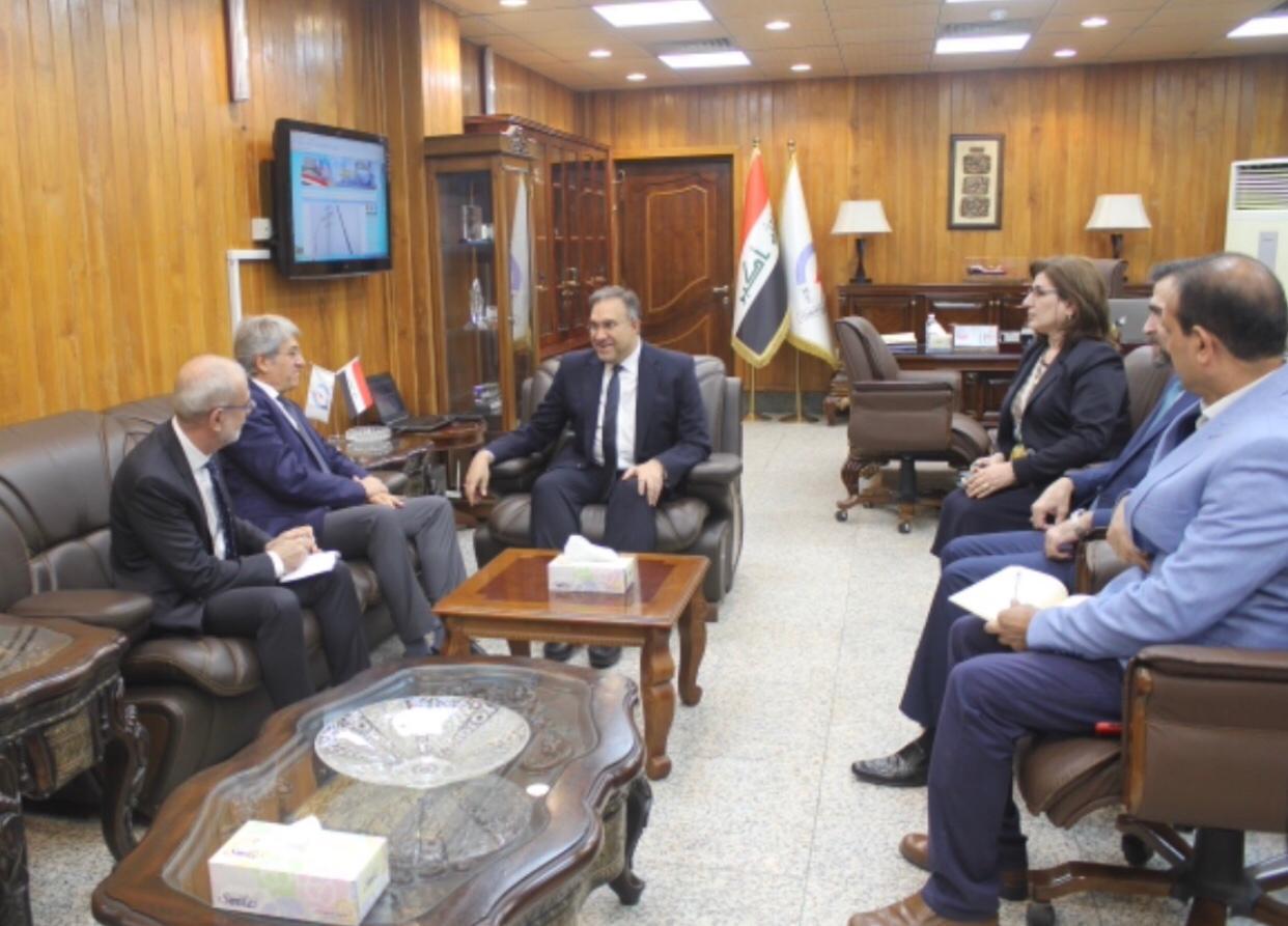 وزير الكهرباء يبحث مع السفير الفرنسي في بغداد سبل التعاون المشترك بين البلدين في مجال الطاقة