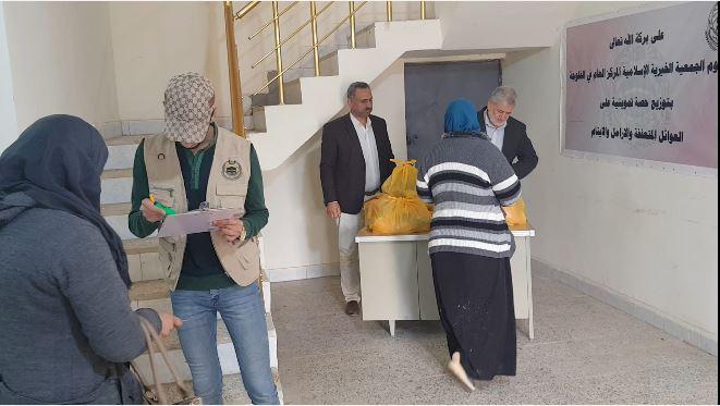 الفلوجة… الجمعية الخيرية الإسلامية توزع سلات غذائية على المتعففين بالمدينة