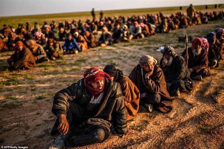 سوريا تسلم الجيش العراقي 330 ارهابيا من داعش حتى الأن