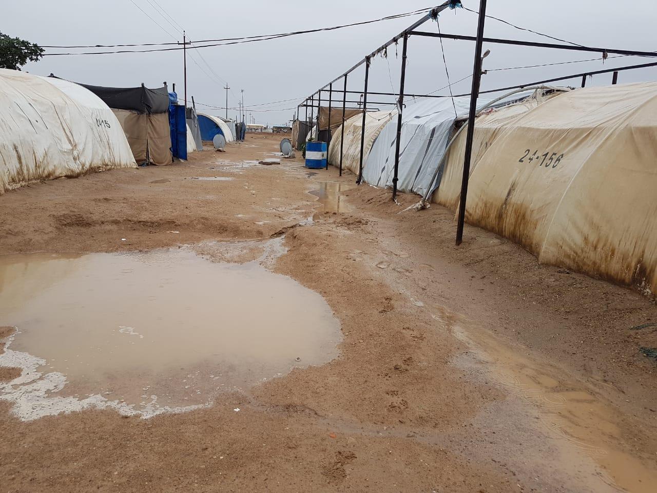 بالصور… سقوط كميات كبيرة من الامطار على مخيمات النازحين بالانبار